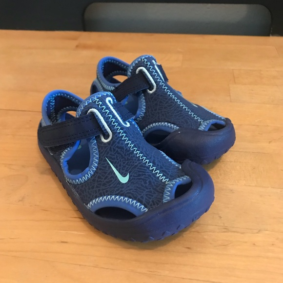 abbc5eace047 Toddler Nike Water Shoes. M 5b8d4a0f7c979d660208e84f